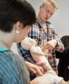 Die AOK Sachsen-Anhalt bietet wieder landesweit ihre kostenlosen Kinder-Erste-Hilfe-Seminare an.
